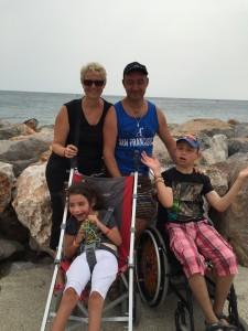 Chloé et Mathieu avec papa et maman